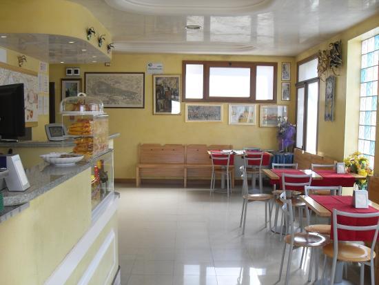 Nuova Aurora: Reception e bar