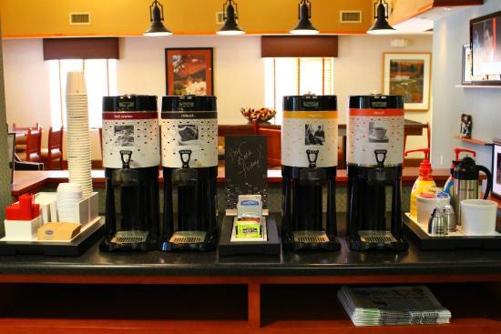 Hampton Inn & Suites Los Alamos: Free 24 hour coffee/tea/cocoa station