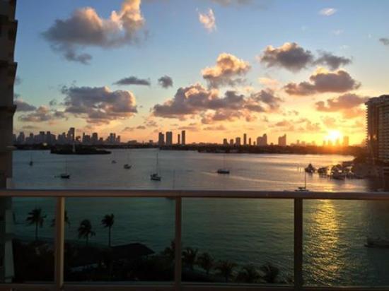 Flamingo South Beach / Calico Apartments: vista a la bahia