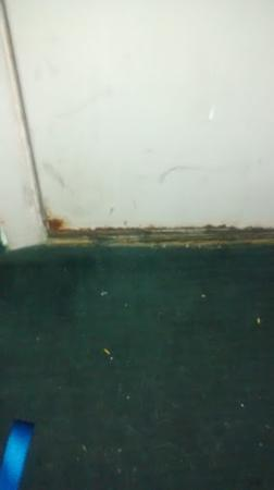 Camelot Inn: Rusted, filthy door