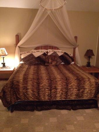 Dinner Bell Ranch and Resort : Comfortable king size bed