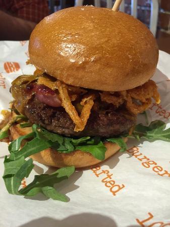 Burger Parlor: Smokey burger