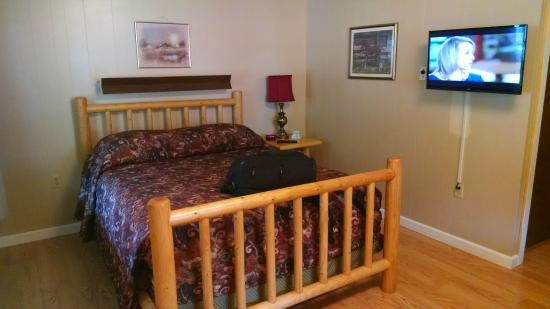 Mountain View Lodge: Upstairs Room #27 (Facing Hwy 12)