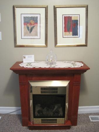 Accommodations Niagara Bed and Breakfast: Fireplace