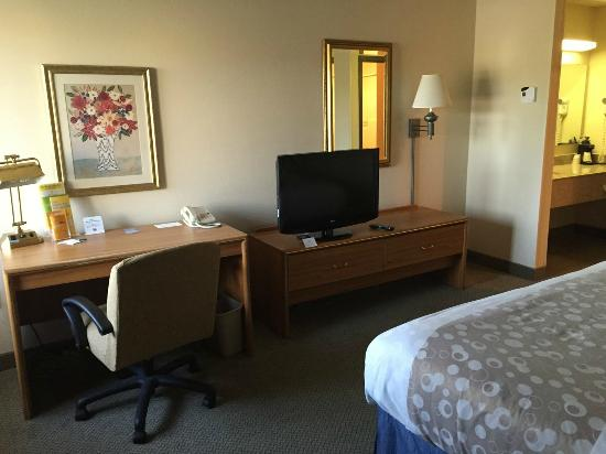 La Quinta Inn Pleasant Prairie Kenosha: Old School Furniture