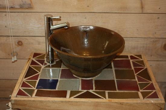 River Place on the Clinch Cabins: Custom pottery sinks