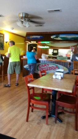 Lisa's Pizzeria : Dining Room