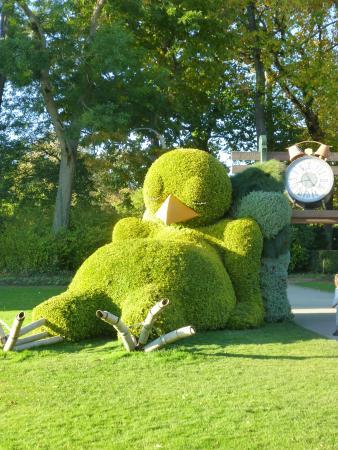 Le poussin endormi - Picture of Jardin des Plantes, Nantes ...