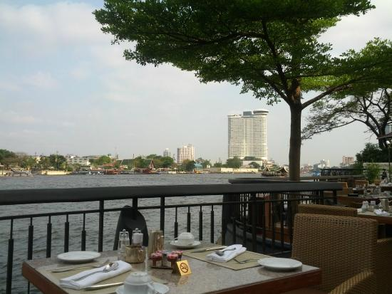 La Residence Bangkok : River-side Breakfast
