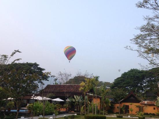 Villa Vang Vieng Riverside: บรรยากาศ