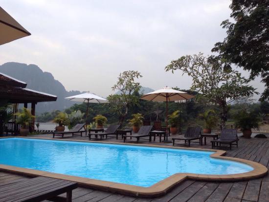 Villa Vang Vieng Riverside: สระว่ายน้ำ