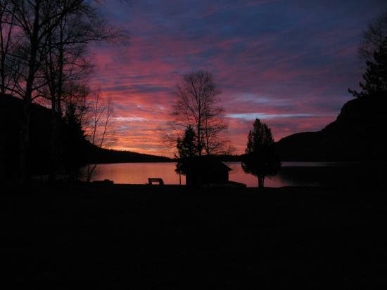 Bulldog Camps: Sunset view from our cabins