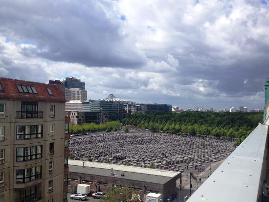 Aussicht Vom Balkon Zimmer Bild Von Hotel Adlon Kempinski