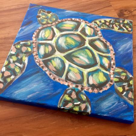"Hampstead, Carolina del Norte: Happy World Turtle Day! ""Swim"" on by to ""snap"" up this one-of-a-kind, locally painted art! And b"