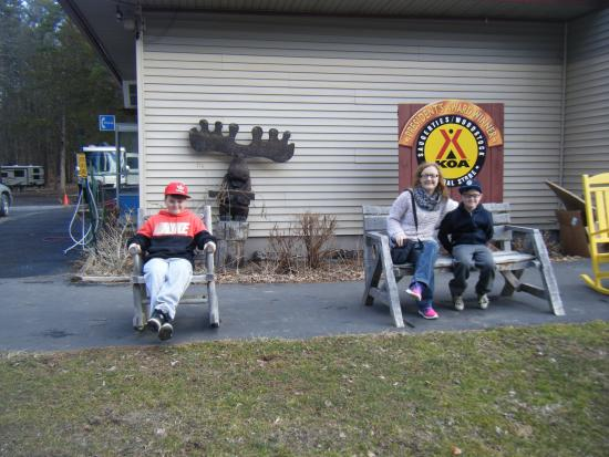 Saugerties/Woodstock KOA Campground: Outside store\reception