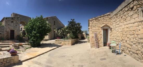 Agriturismo Borgo Alveria: Corte interna