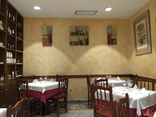 Meson O'Luar: Paella, pulpo a la galega, seppie e sala interna