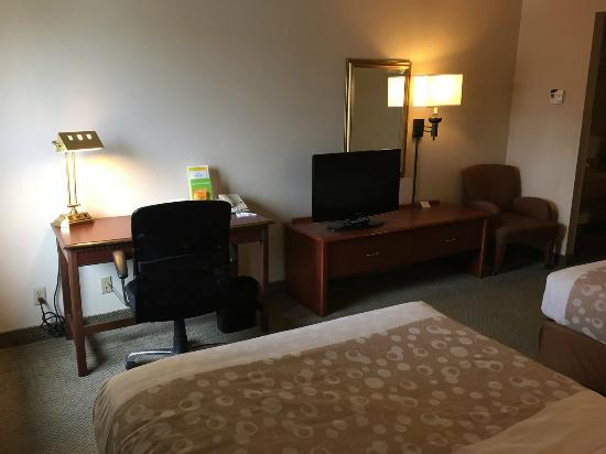 La Quinta Inn Milwaukee Airport / Oak Creek: Room (Old School Furniture)
