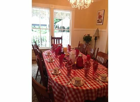 Katy's Inn : The breakfast table setting was adorable