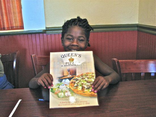 Queen's Pizza & Restaurant: Happy Grandchild