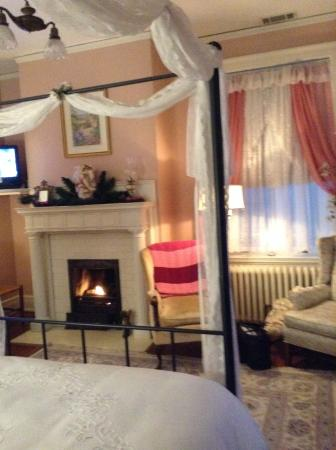 Federal Crest Inn: Fireplace a plus