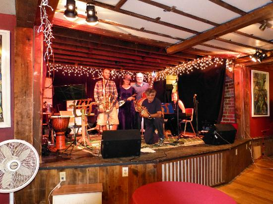 Lovingston, Virginie : Jazz Night Performance At Rapunzel's