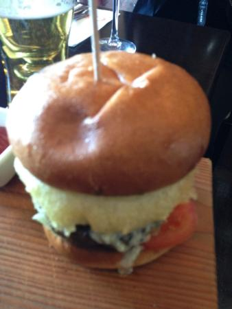 Clancy's Bar & Restaurant: Lovely burger with a blue cheese