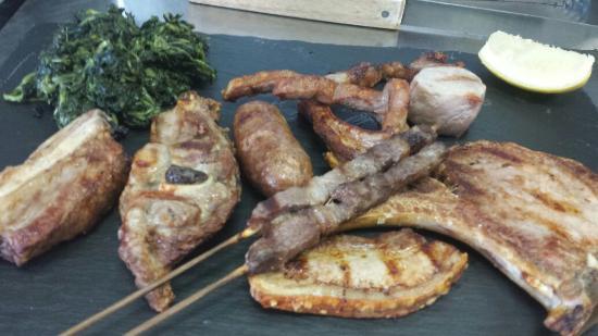 Ai 3 Archi Ferentillo Afiittacamere: Grigliata di carne con cicoria ripassata