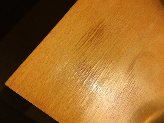 Maldron Hotel Belfast: Stained and dirty bedside tables