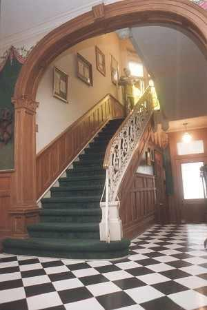 Castle Inn Bed and Breakfast: Our entry complete with grand staircase and black& white tile floor