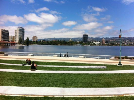 Oakland, CA: New amphitheater at Lk. Merritt