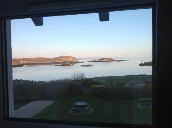 Isle of Coll Hotel: View over the bay from 1st floor bedroom (near sunset)