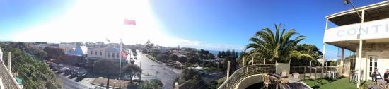 Hotel Sorrento: Panorama of top deck, outdoor area and Main Street and view.