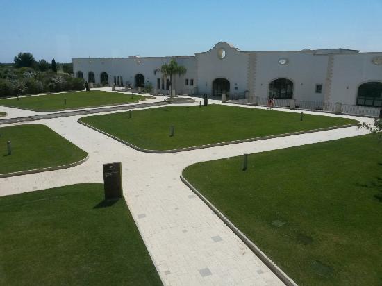 DoubleTree by Hilton Acaya Golf Resort-Lecce: Veduta dalla vetrata della sala colazione
