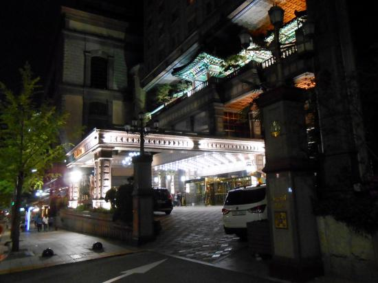Imperial Palace Seoul: Entrance at night