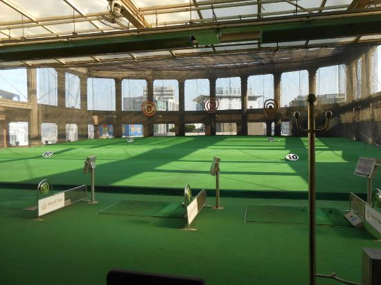 Imperial Palace Seoul: Driving range on roof of convention center