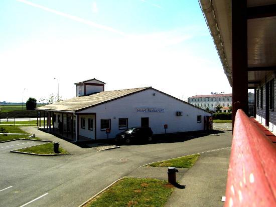 So'Lodge Niort A83 : Vue du 1er etage de l'hôtel