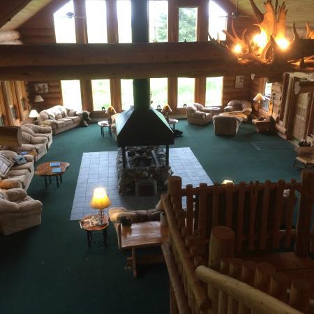 Glacier Bay's Bear Track Inn: Lodge Great Room