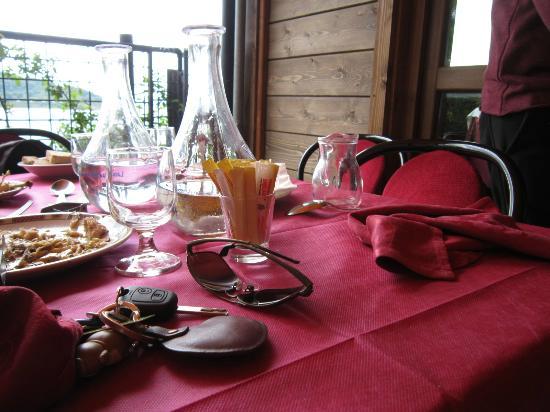 Osteria Del Pescatore: tavolo a fine pasto