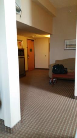 Holiday Inn Express San Antonio N-Riverwalk Area: sitting area of room