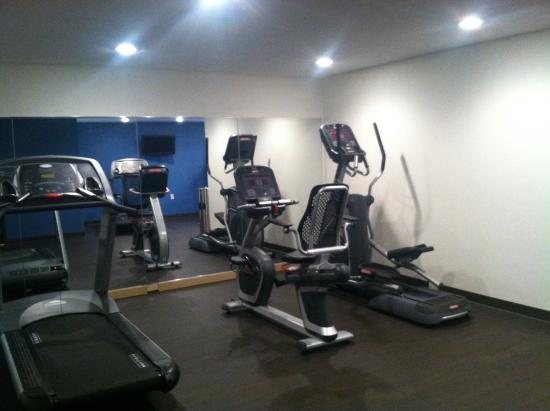 Comfort Inn Muskegon: FITNESS ROOM ELLIPTICAL