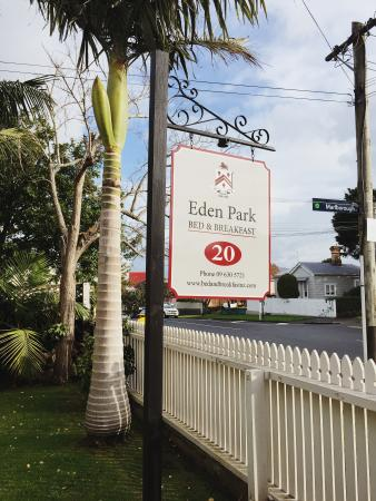 Eden Park Bed & Breakfast : Cute sign outside the B&B