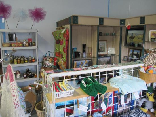Wallowa, Oregón: Woodwork, art, knitted and crocheted goods, and homed canned goods
