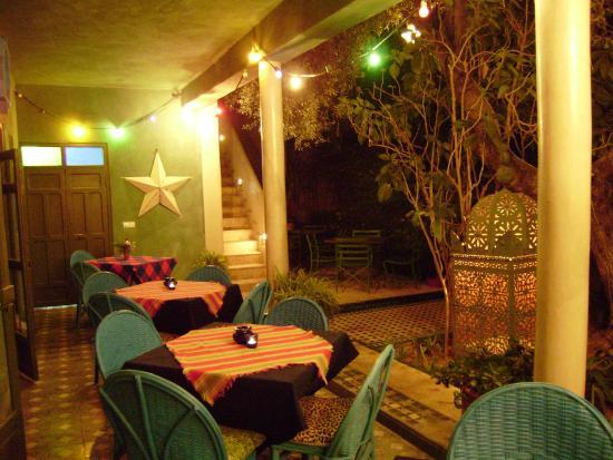 Fez Cafe at Le Jardin Des Biehn: galeria al jardin