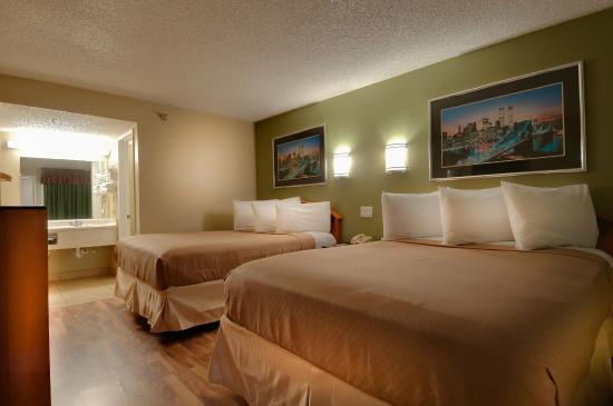 Vagabond Inn Bakersfield North: Double Double Beds