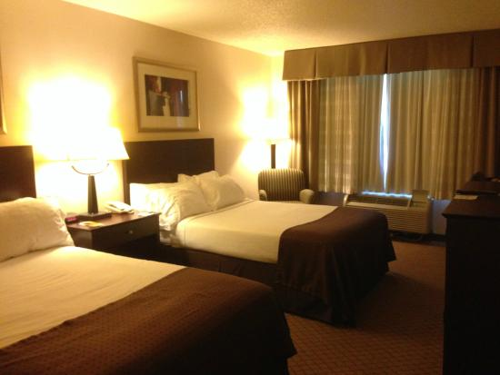Holiday Inn Elmira Riverview: Entry view