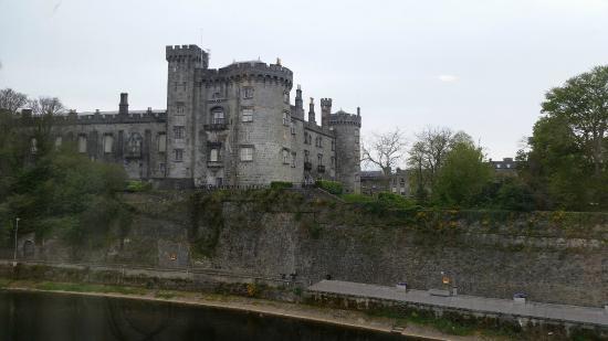 Castle curtains kilkenny curtain menzilperde net for Meubles kilkenny