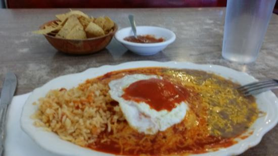 Nancy's Silver Cafe : Cheese enchiladas with red and an egg