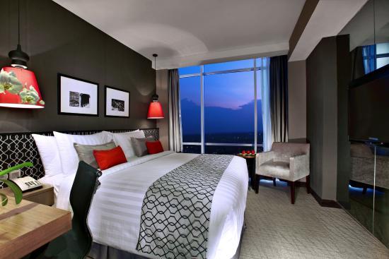 deluxe queen room picture of aston priority simatupang hotel rh tripadvisor co za