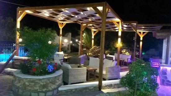 Courtyard Bar and Grill